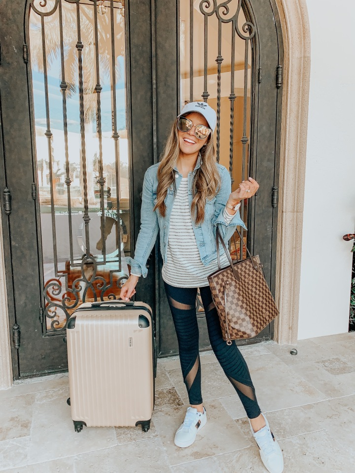 Travel Essentials: What's In My Carry-onBag